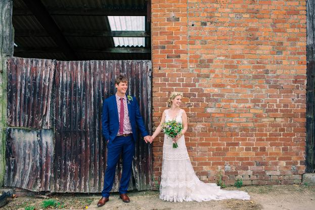 oak-barn-devon-weddingOak Barn Rustic Wedding
